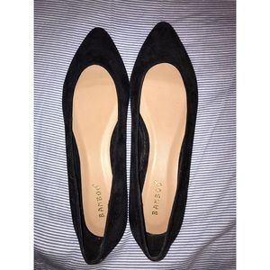 Super cute black flats w/ gold trim on the bottom